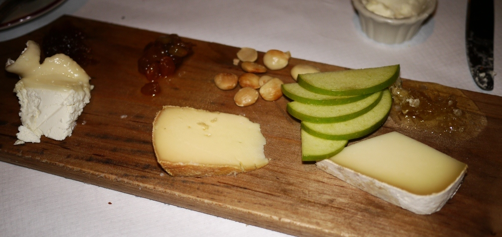Le Diplomate Cheese Board (stinky cheese in the center)