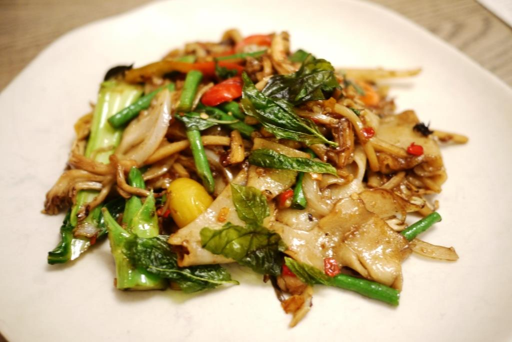 Doi Moi Stir Fried Rice Noodles