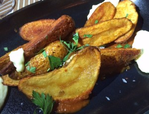Nido patatas bravas